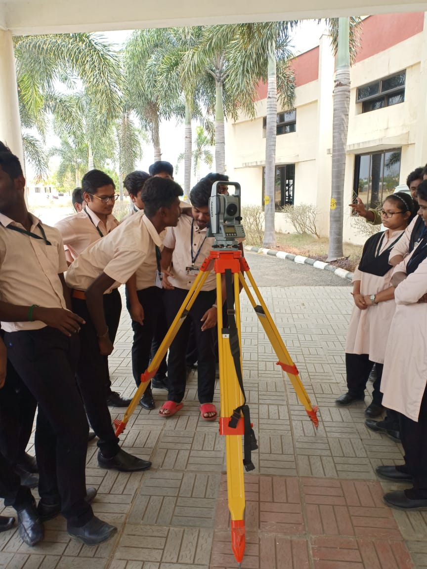 Civil students attended Total soln. demo class